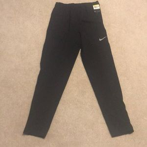 Men's small Nike fro fit pants with zippers.